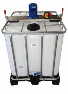 IBC 1000 Liter auf Kunststoffpalette Mit zweitem Schraubdeckel zur einfachen Befüllung ohne das Containerrührwerk abnehmen zu müssen.